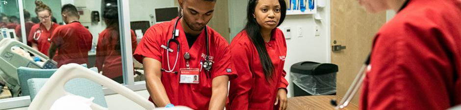 BSN students learn about team care in the simulation lab